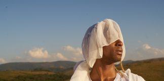 Caio Prado conversa sobre gênero e resistência política em novo disco