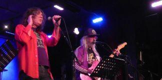 J Mascis tocando Led Zeppelin