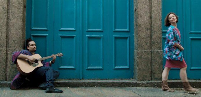 """Fim de relacionamentos é o tema do primeiro clipe de Riko Viana; veja """"Agora"""""""