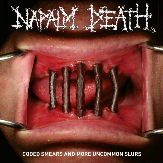 "capa do disco ""coded smears and more uncommon slurs"" do napalm death"