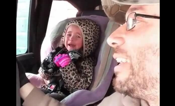 Criança chora por não poder ver show do Slayer