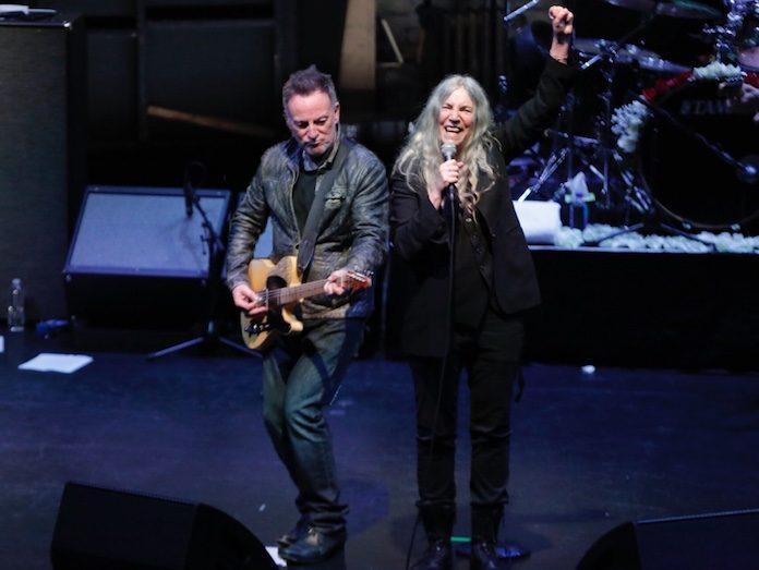 Patti Smith e Bruce Springsteen em show