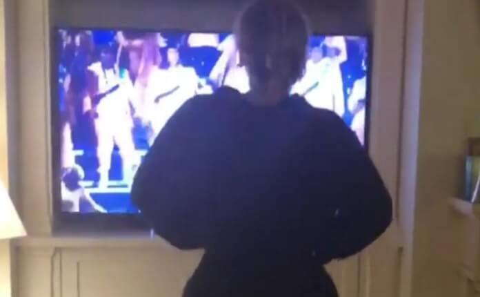 Adele vendo a Beyoncé no Coachella