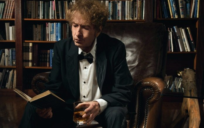 Bob Dylan lança marca de Whisky