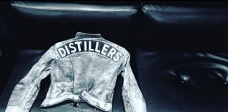 Brody Dalle mostra jaqueta do The Distillers