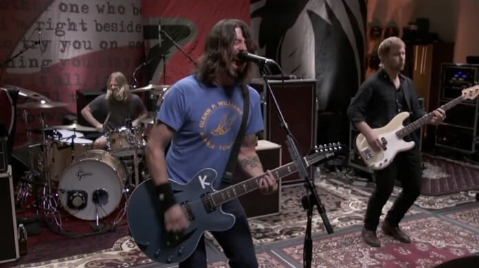 Foo Fighters toca Wasting Light nos estúdios 606