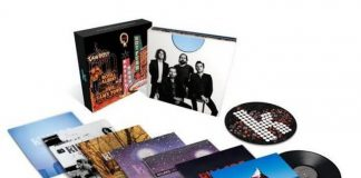 Caixa com discos de vinil do The Killers