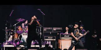 Travis Barker toca com o Strung Out