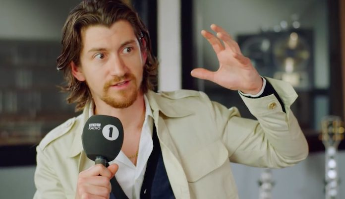 Alex Turner, do Arctic Monkeys, em entrevista