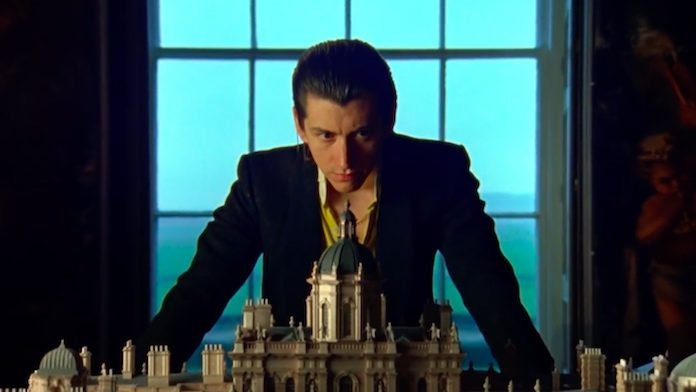 Arctic Monkeys - Four Out Of Five clipe