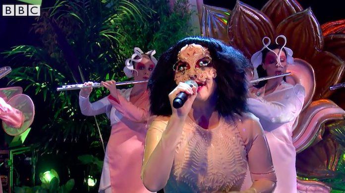 Björk - primeira performance ao vivo na TV em oito anos