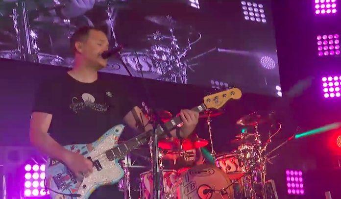Blink-182 faz cover de The Cure
