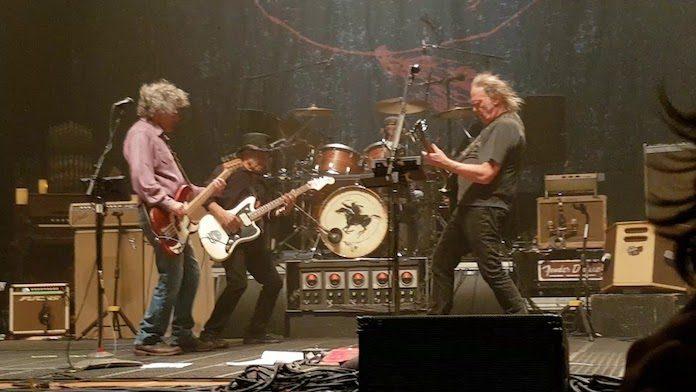 Neil Young e Crazy Horse ao vivo, 2018
