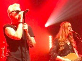 Stone Temple Pilots com Katie Cole, ex-baixista de turnê do Smashing Pumpkins