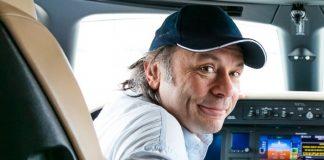 Bruce Dickinson (Iron Maiden) em avião da Embraer
