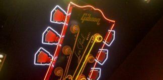 Letreiro do Hard Rock Cafe Nova York com uma Gibson Les Paul
