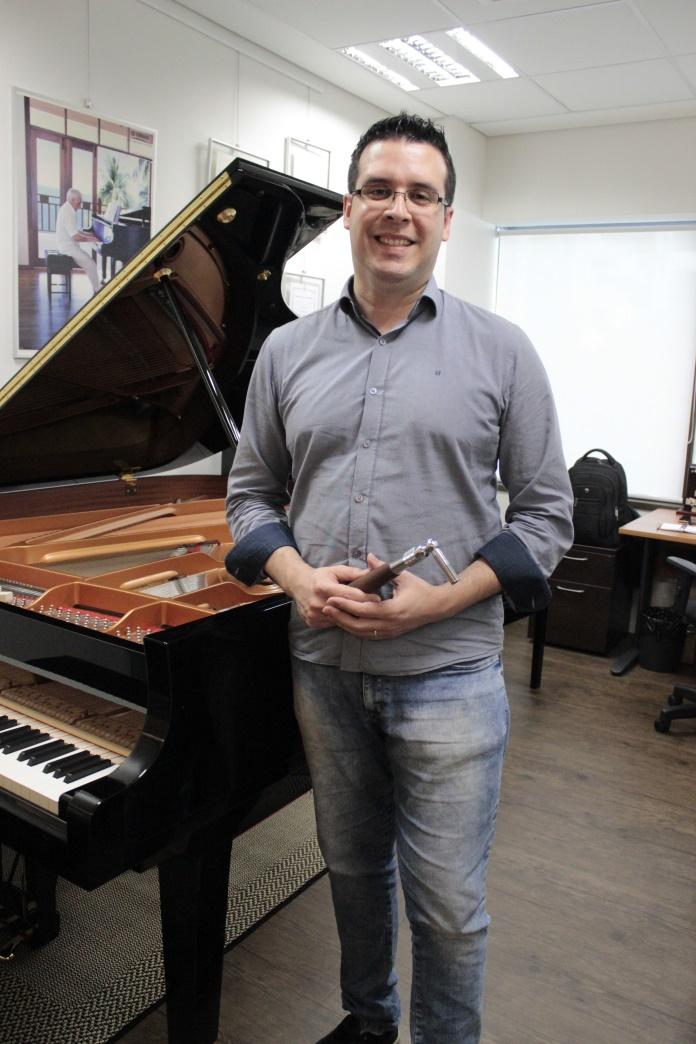 Marcos Vieira, técnico/afinador de pianos
