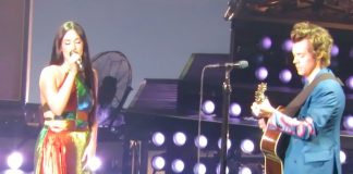 Kacey Musgraves e Harry Styles cantando Shania Twain