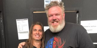 Kristian Nairn (Hodor de Game of Thrones) com Kiko Loureiro do Megadeth