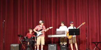 Banda faz cover de Weezer