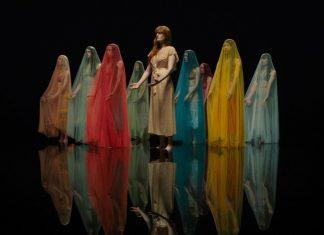 """Florence no clipe de """"Big God"""""""