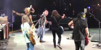 Foo Fighters e Guns N Roses no palco
