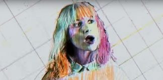"Clipe de ""Caught in the Middle"", do Paramore"
