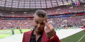 Robbie Williams explica gesto obsceno na abertura da Copa
