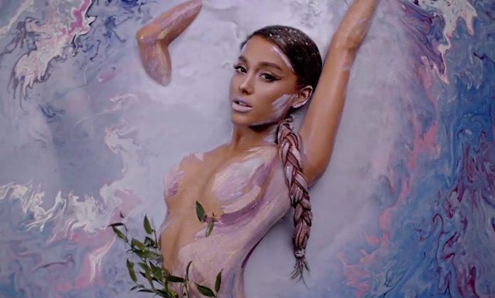 Ariana Grande - God Is A Woman clipe