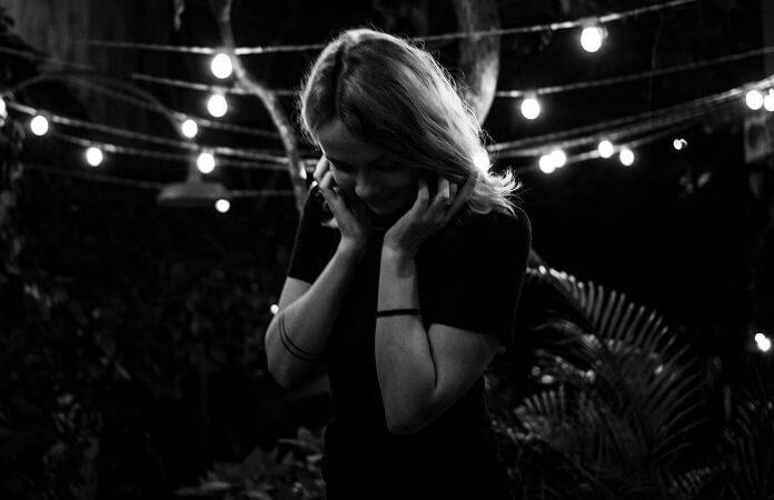 Laure Briard lança EP em parceria com músicos do Boogarins