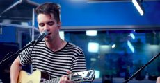 Panic! at the Disco faz cover acústico do Weezer