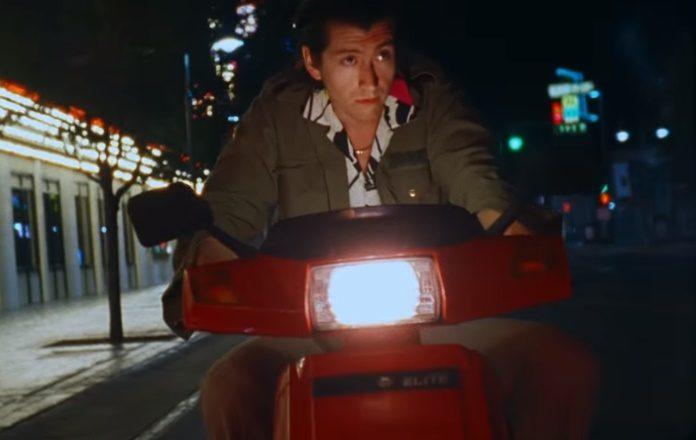 Arctic Monkeys no clipe de Tranquility Base Hotel & Casino