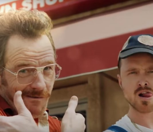 "Bryan Cranston e Aaron Paul em ""Barely Legal Pawn"""