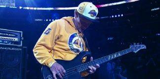 Flea em jogo do Los Angeles Lakers