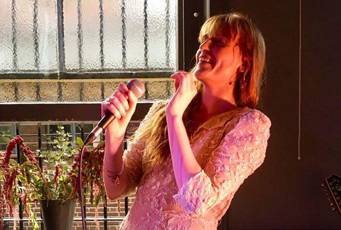 Florence + The Machine em um pub de Londres