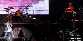 Guns N' Roses com DJ Ashba