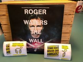 Roger Waters e o vinil de The Wall