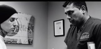 Travis Barker em consulta médica