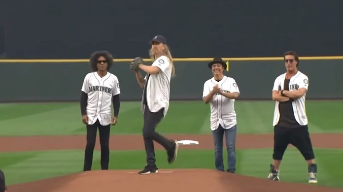 Alice in Chains Jerry Cantrell primeiro arremesso baseball Seattle