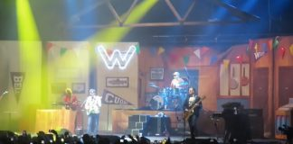 Weezer recria Buddy Holly ao vivo