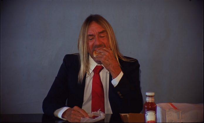 Iggy Pop no clipe da banda Death Valley Girls