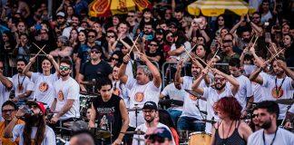 """Vídeo: 482 bateristas tocam """"Evidências"""" em Florianópolis"""