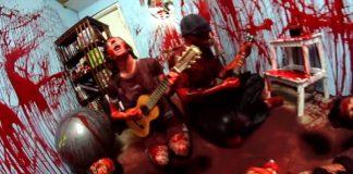 Casal Youtubers tocando Slayer no Ukulele