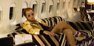 Taron Egerton como Elton John em Rocketman