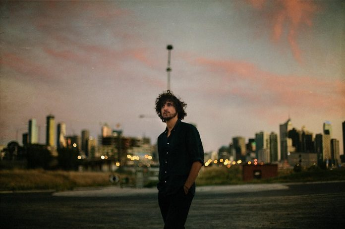 Barbagallo, baterista do Tame Impala, anuncia shows no Brasil
