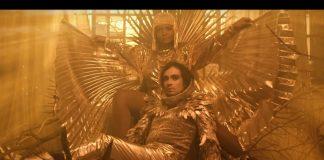 """Johnny Hooker e Gaby Amarantos no clipe de """"Corpo Fechado"""""""