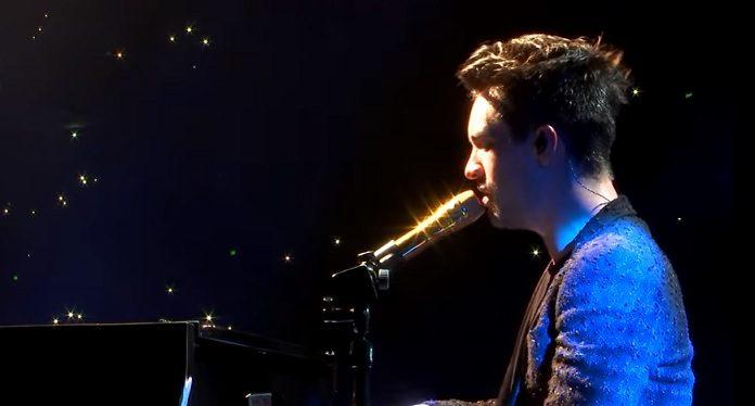 Panic! At The Disco tocando Bohemian Rhapsody, do Queen, no AMAs