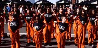 Flash mob de Roger Waters com crianças na Avenida Paulista