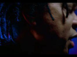 "Djavan no clipe da faixa ""Solitude"""