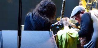 Foo Fighters com fã cego